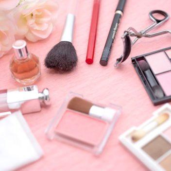 化粧品の箱詰め・ピロー包装加工