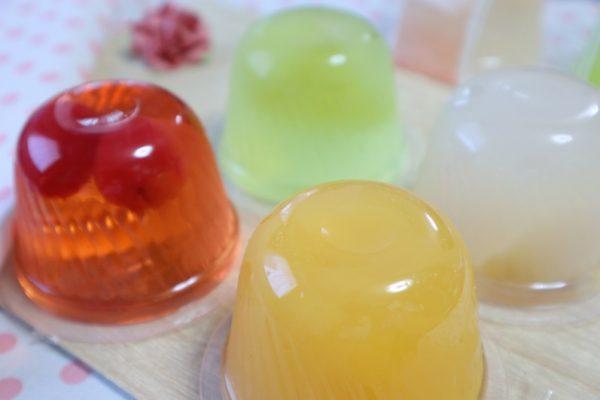 ゼリー菓子へのシール貼付・箱詰・包装加工