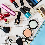 化粧品の流通加工の紹介(トライアルキットのセットアップ作業)